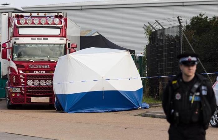 Encuentran cadáveres en el interior de un camión en el Reino Unido