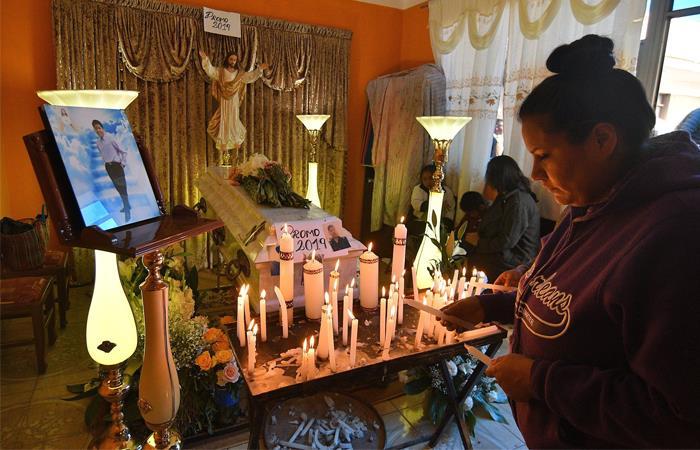 la familia de Limbert Guzmán exige justicia. Foto: EFE