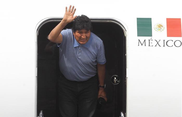 Evo Morales sen el Aeropuerto Internacional de la Ciudad de México. Foto: EFE