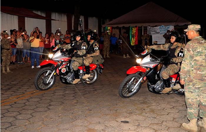 Militares y policías en las calles de Bolivia. Foto: EFE
