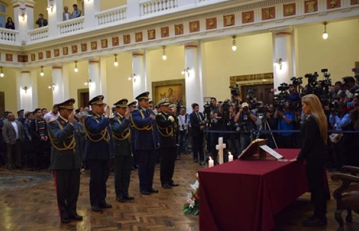 Añez agradeció a los militares del Alto Mando saliente. Foto: ABI