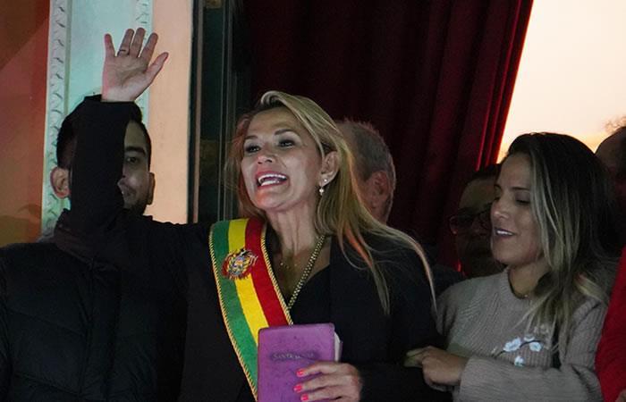 Jeanine Áñez asume la presidencia interina de Bolivia. Foto: EFE