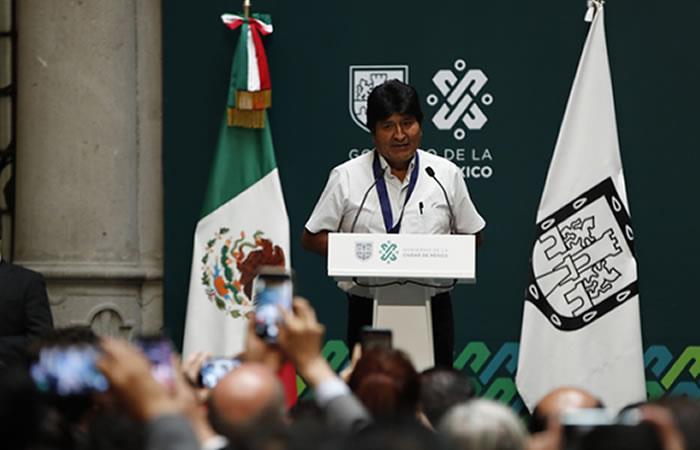 Evo recibe distinción Ciudad de México y pide diálogo para pacificar Bolivia. Foto: EFE