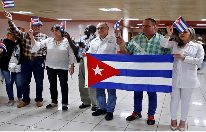 Segundo grupo de profesionales de la salud cubanos liberados. Foto: EFE