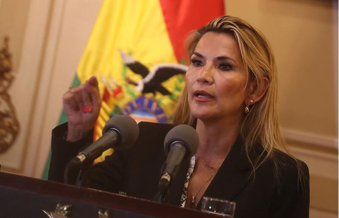Áñez dice que Morales deberá responder por varias denuncias de corrupción en su gobierno. Foto: EFE