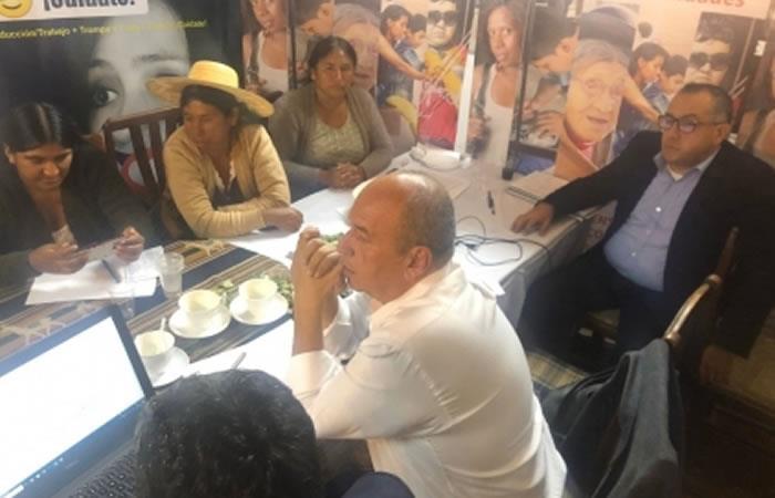 Comitiva gubernamental y organizaciones sociales regionales firmaron un acuerdo para la suspensión de bloqueos. Foto: ABI.