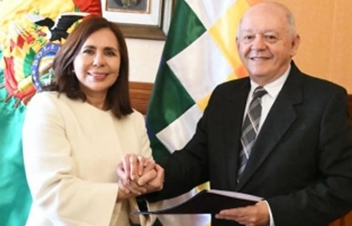 Canciller posesiona a Oscar Serrate como representante de Bolivia ante Estados Unidos. Foto: ABI