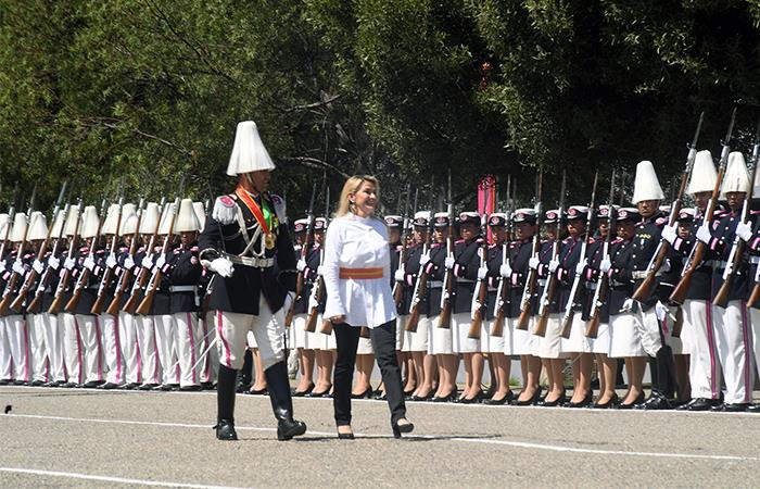La Presidenta de Bolivia fue reconocida por las fuerzas militares. Foto: ABI