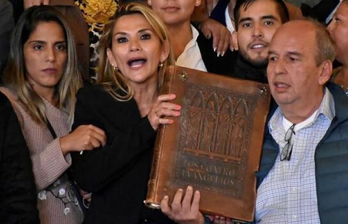 La presidenta Jeanine Áñez cambió el discurso militar este miércoles en el acto militar. Foto: EFE.