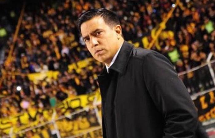 Entrenador de la selección boliviana Sub-23, César Farías. Foto: Instagram @cesarfariasdt