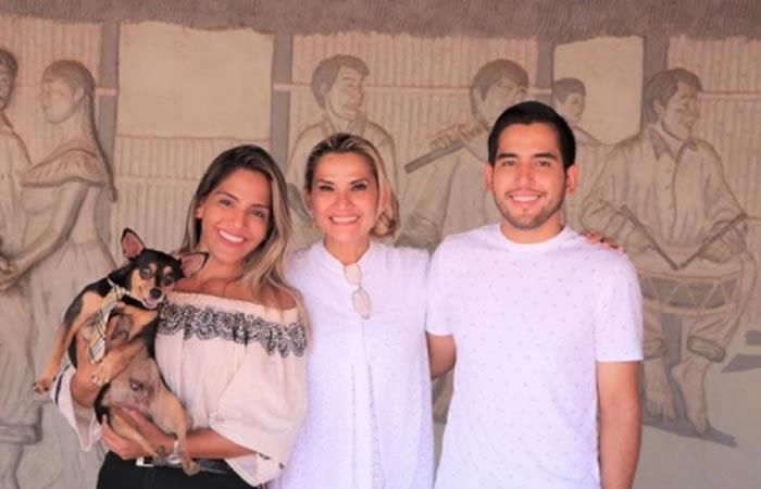 Presidenta Interina Jeanine Áñez junto a su familia. Foto: ABI