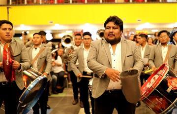 Un 'flash mob' sorprendió con danzas típicas en el Megacenter de La Paz