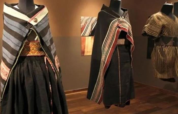 Vestidos de aguayo precolombino en una exhibición, en La Paz. Foto: EFE.