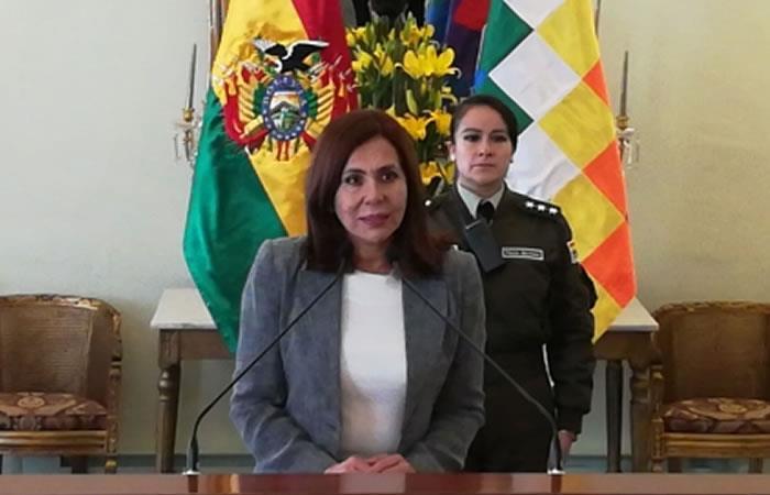 Canciller boliviana, Karen Longaric, en conferencia de prensa. Foto: ABI.