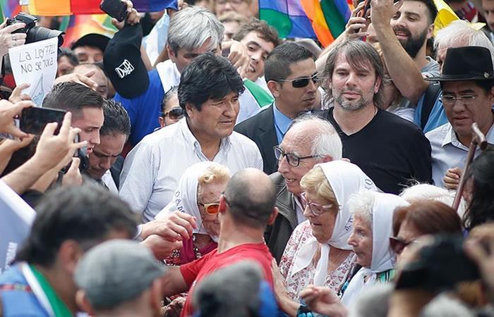 Expresidente de Bolivia, Evo Morales en la tradicional ronda de los jueves con las Madres de Plaza de Mayo. Foto: EFE