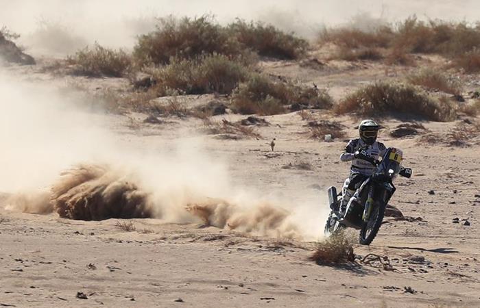 Competencia de motos en el rally Dakar 2020. Foto: EFE