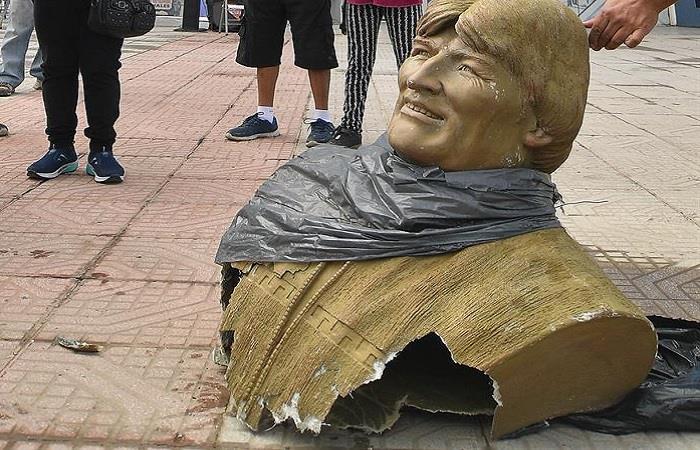 Monumento a Morales fue retirado por el Gobierno interino. Foto: EFE.