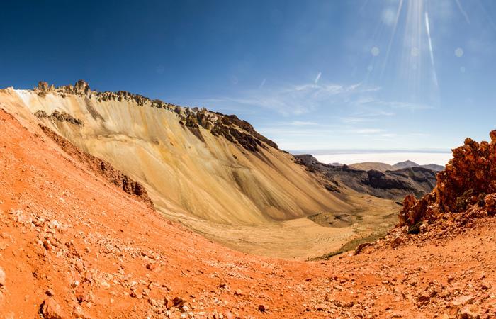 La montaña Thunupa es una de las maravillas naturales de Bolivia. Foto: Shutterstock