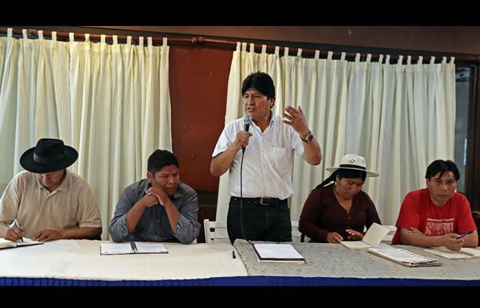 Encuentro de Morales y los delegados en Argentina. Foto: Twitter oficial @Evoespueblo
