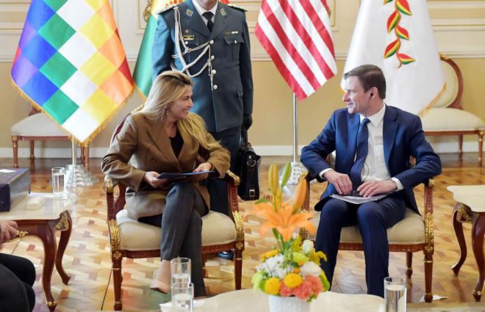 Presidenta Interina Jeanine Áñez junto con el subsecretario de Estado para Asuntos Políticos del Gobierno de EE.UU., David Hale. Foto: ABI