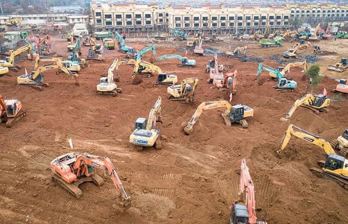En menos de 15 días, China está construyendo dos hospitales para los contagiados. Foto: Twitter @esdecir2