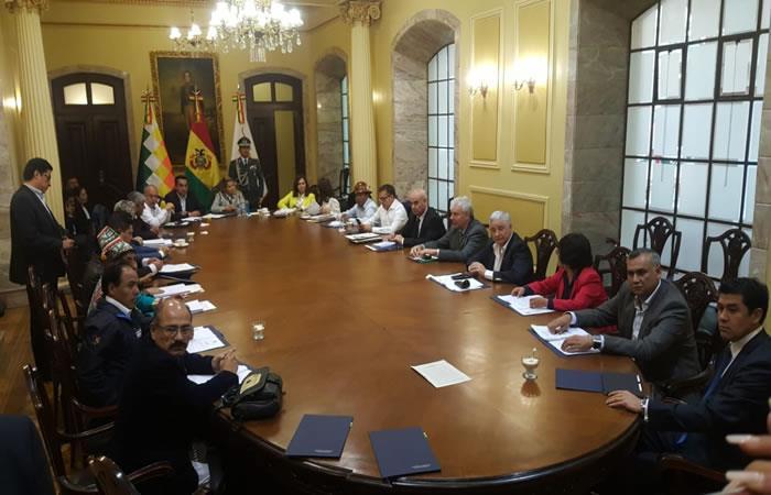 Equipo de ministros que acompañan en la gestión de Gobierno de Jeanine Áñez. Foto: ABI