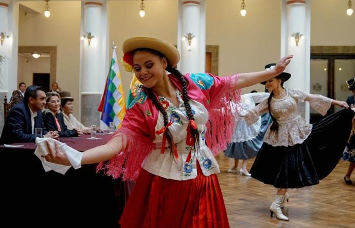 Las tradicionales cholas bolivianas son una parte representativa del país. Foto: Twitter