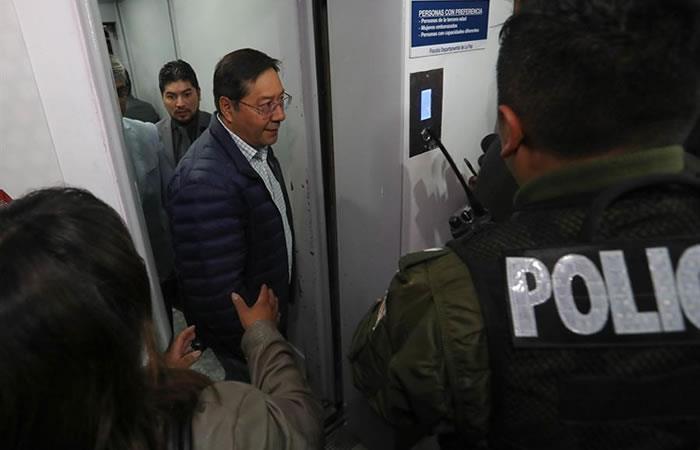 El candidato a la Presidencia del MAS, Luis Arce asistió a la Fiscalía para declarar. Foto: EFE.
