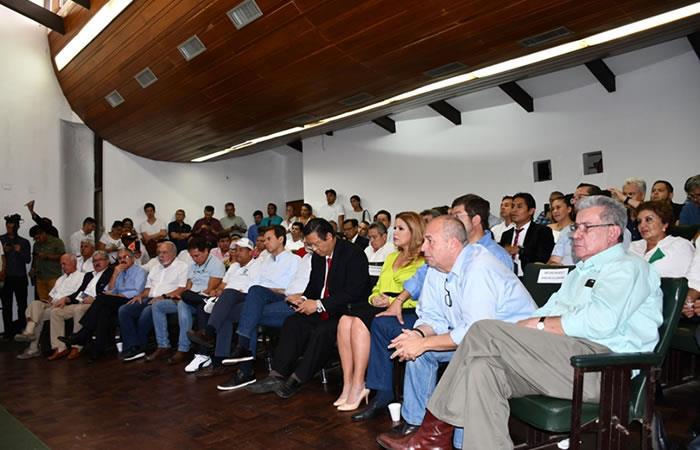 'Cumbre por la unidad' reúne a candidatos y líderes políticos. Foto: ABI.