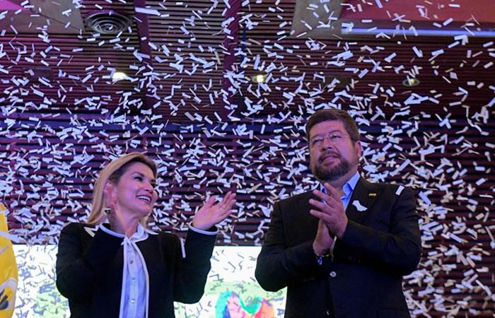 La presidenta interina presentó al empresario Samuel Doria, como el candidato a la vicepresidencia. Foto: Twitter