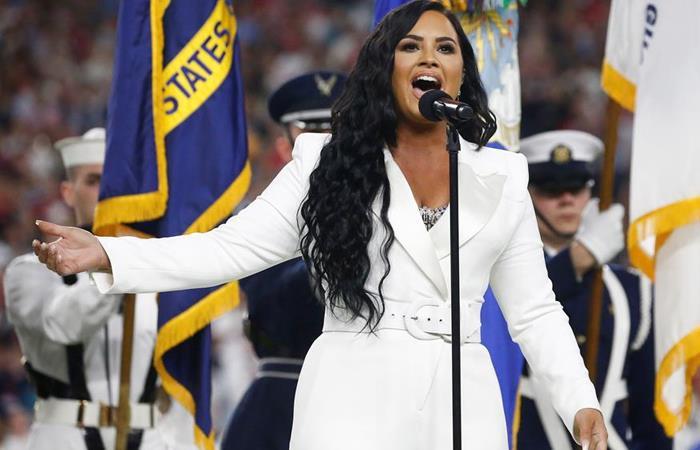 Demi Lovato durante la presentación del Super Bowl. Foto: EFE.
