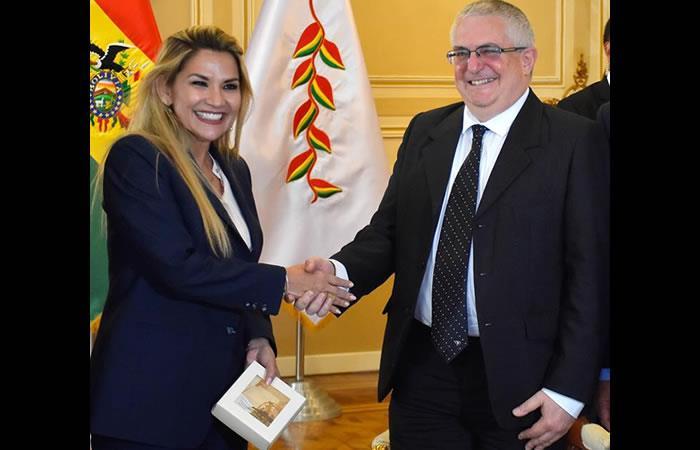 Presidenta Interina Jeanine Áñez y el embajador israelí en Perú, Asaf Ichilevich. Foto: ABI