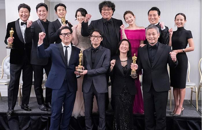 Bong Joon-ho con los miembros clave de la cinta. Foto: EFE