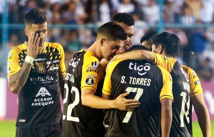 The Strongest llorando la derrota. Foto: EFE