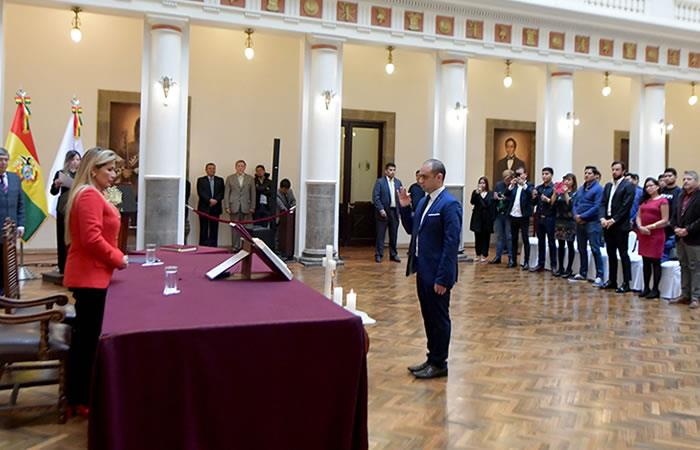 Presidenta Interina Jeanine Áñez posesionó al reconocido científico Mohammed Mostajo Radji. Foto: ABI.