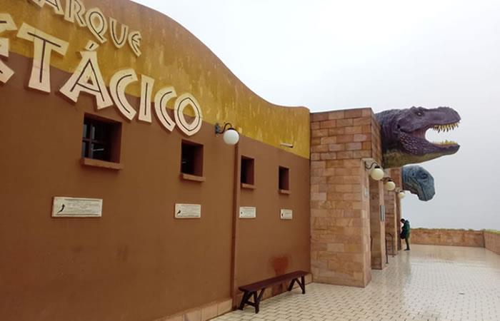 Un espacio para que los turistas puedan experimentar y disfrutar de la vida de los dinosaurios. Foto: ABI