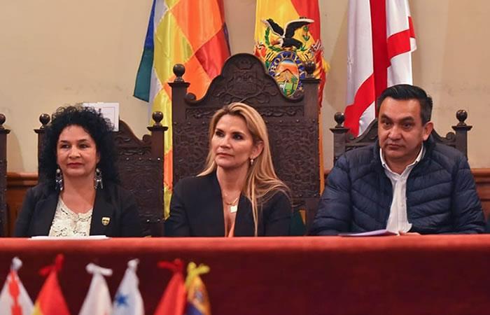 Jeanine Áñez se reune con el equipo de ministros. Foto: ABI