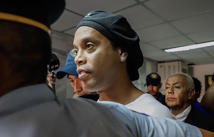 Ronaldinho sigue detenido. Foto: EFE
