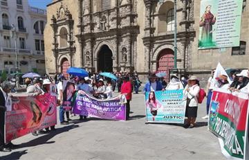 Familiares de víctimas de feminicidio exigen justicia en un plantón en La Paz