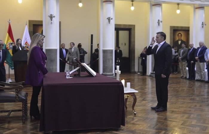 La presidenta Añez posesionó a Luis Fernando López como titular del Ministerio de Defensa. Foto: ABI