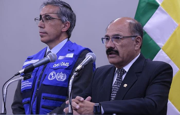 Ministro de Salud, Anibal Cruz (d) junto al representante de la OMS en Bolivia, Alfonso Tenorio (i). Foto: ABI.