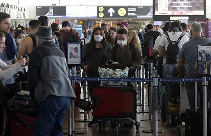 Prohíben ingreso de personas provenientes de países con más casos de COVID-19. Foto: ABI.
