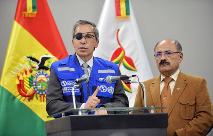 Representante de la OMS y de la OPS en Bolivia, Alfonso Tenorio (i) junto al ministro de Salud, Aníbal Cruz. Foto: ABI.