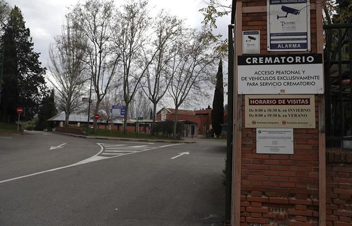 Vista de la entrada al crematorio del cementerio de La Almudena en Madrid. Foto: EFE