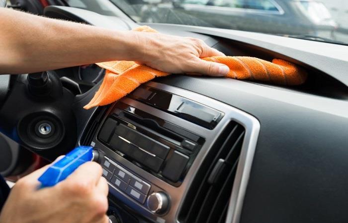 Limpia con frecuencia tu auto y evita el contagio de virus. Foto: Shutterstock