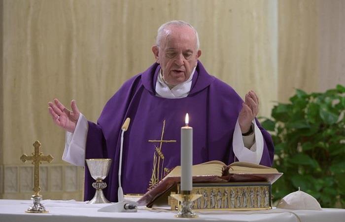 Papa pide ayuda en estos momentos a los más necesitados. Foto: EFE