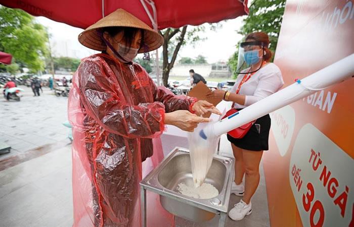 Arroz gratuito en Vietnam. Foto: EFE