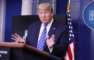 """Donald Trump sugiere tratar al COVID-19 con """"inyección de desinfectante"""" o """"luz solar"""""""
