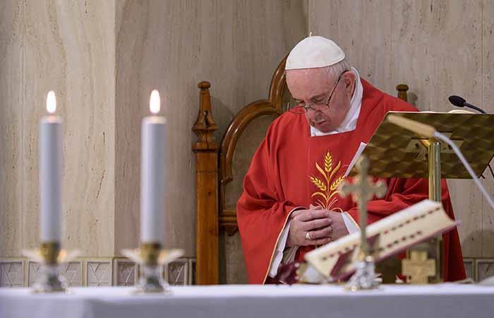 El papa Francisco quiere seguir ayudando a luchar contra el COVID-19. Foto: EFE