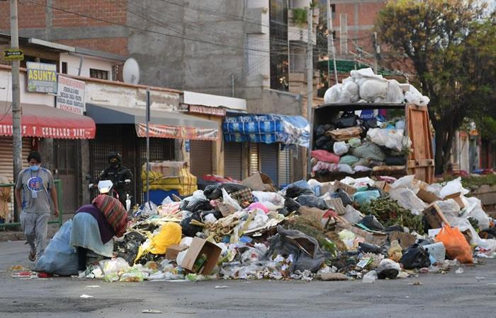 Basura acumulada en las calles, este viernes en Cochabamba (Bolivia). Foto: EFE